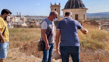 Una excavación arqueológica pretende desenterrar la parte oculta de una muralla del Castillo de Caudete